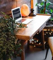 Second hand office desks that finish your space
