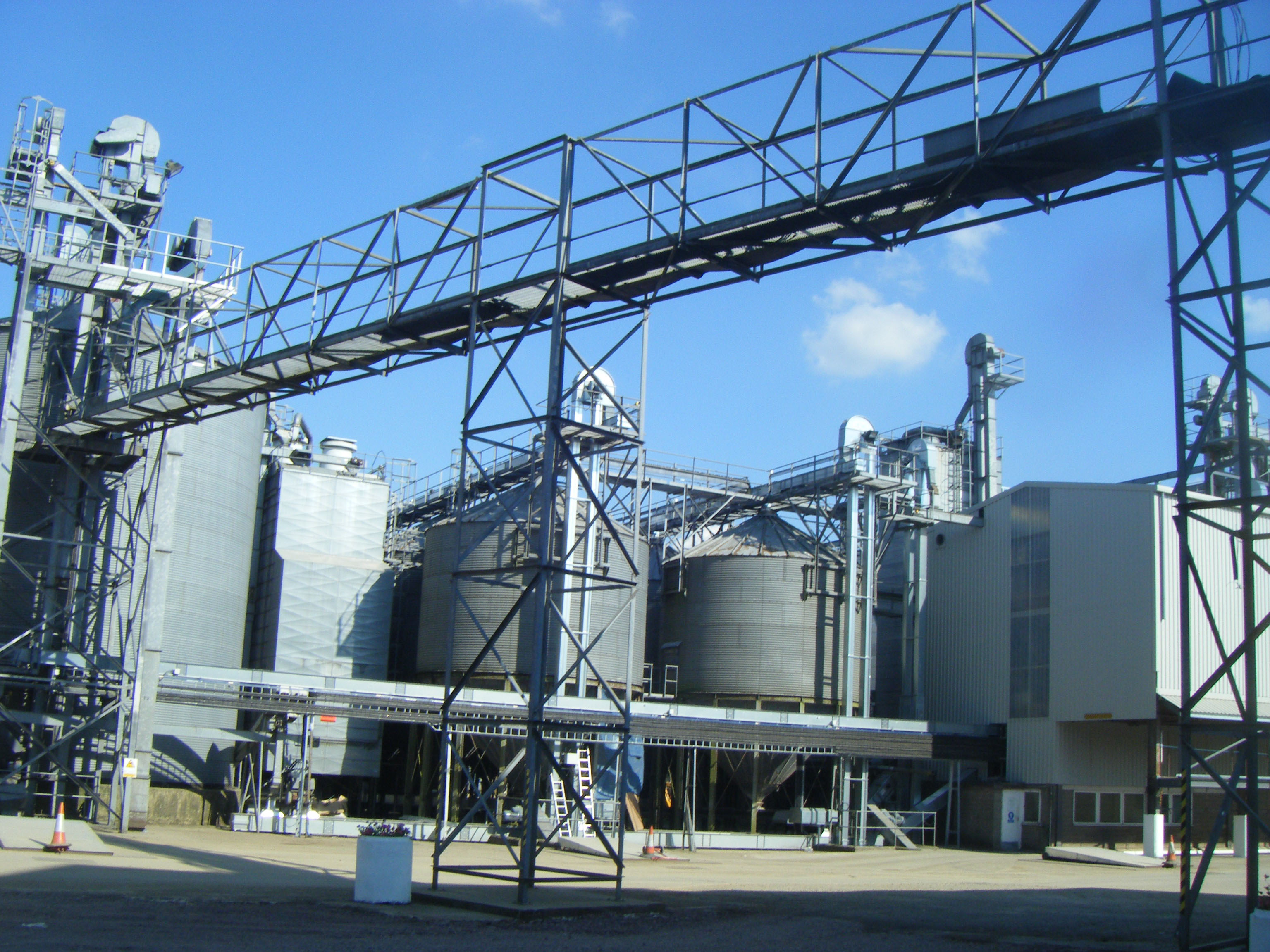 WESSEX GRAIN'S NEW FACILITY FEATURES STORAGE, HANDLING AND DRYING EXPERTISE OF BDC SYSTEMS