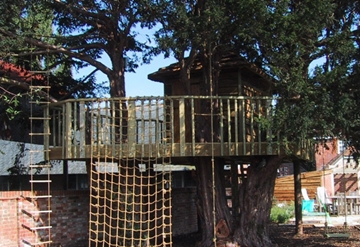 Bespoke Solid Wood Children's TreeHouse Supplier