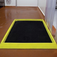 Foot Bath Mats For Use In Catering Environments
