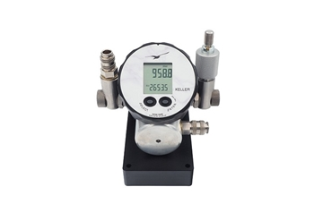 Calibrators With Reference Pressure Gauges