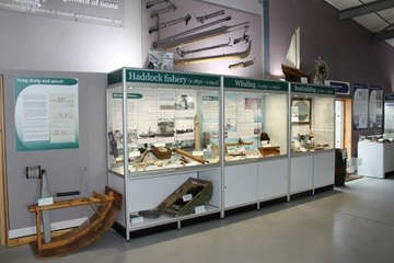 Wide Display Cabinets For Museums
