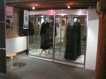 Costume Display Cabinets For Museums