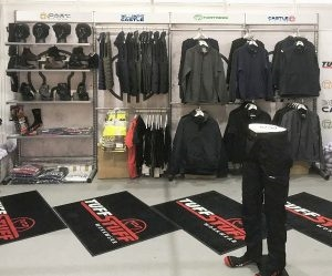 Freestanding Clothing Display Units For Pop-Up Shows