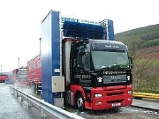 Commercial vehicle wash machine