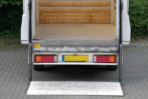 Commercial Vehicle Tail-Lift Installation