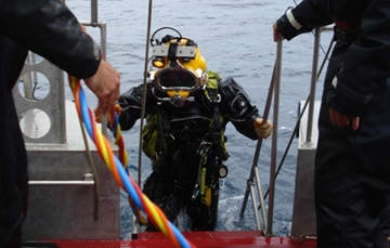 Support Vessel Surface Diving